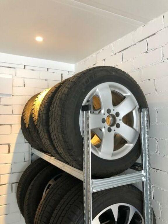 Mercedes tehaseveljed talverehvidega