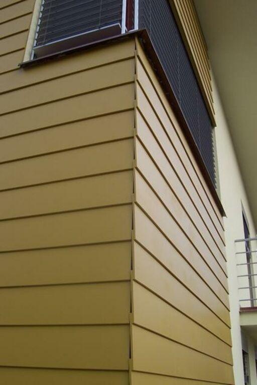 Hobby Plank fassaadiplaat kui puitlaudis