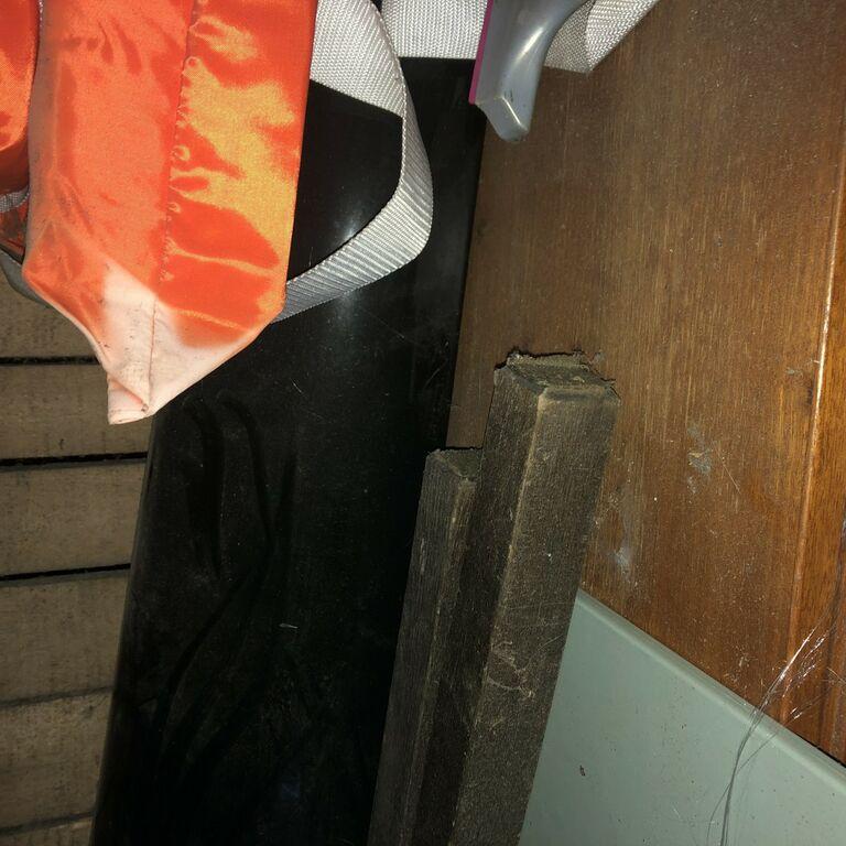 WC pott ja must jalaga kraanikauss