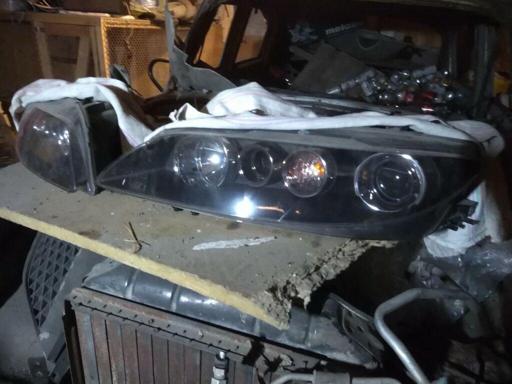 Mazda 6 musta taustaga esituled