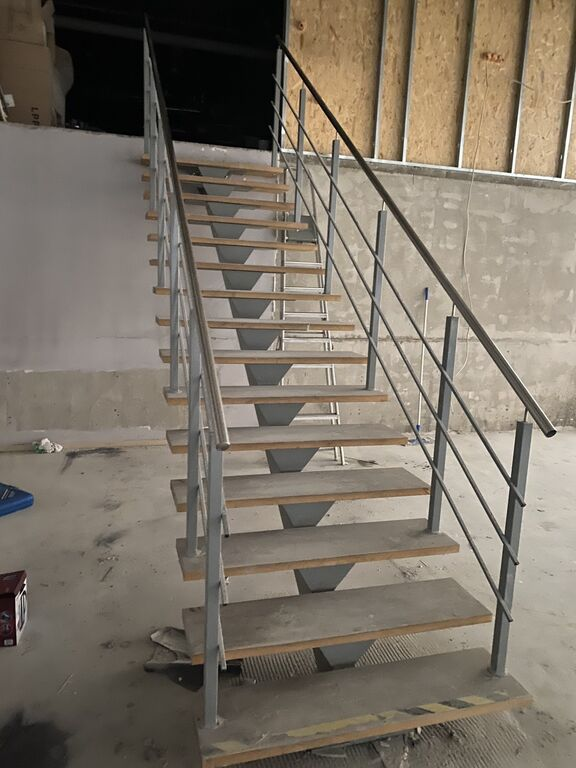Trepp kõrgus 255cm- metall tala puit plaatidega