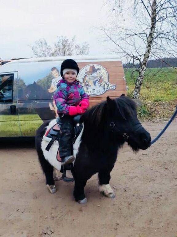 Lõbus ponisõit lastele