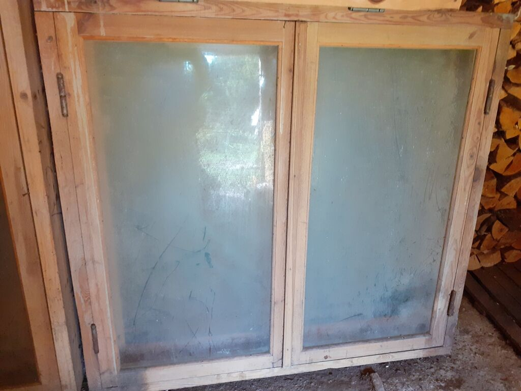 Vanad kasutamata puidust aknad