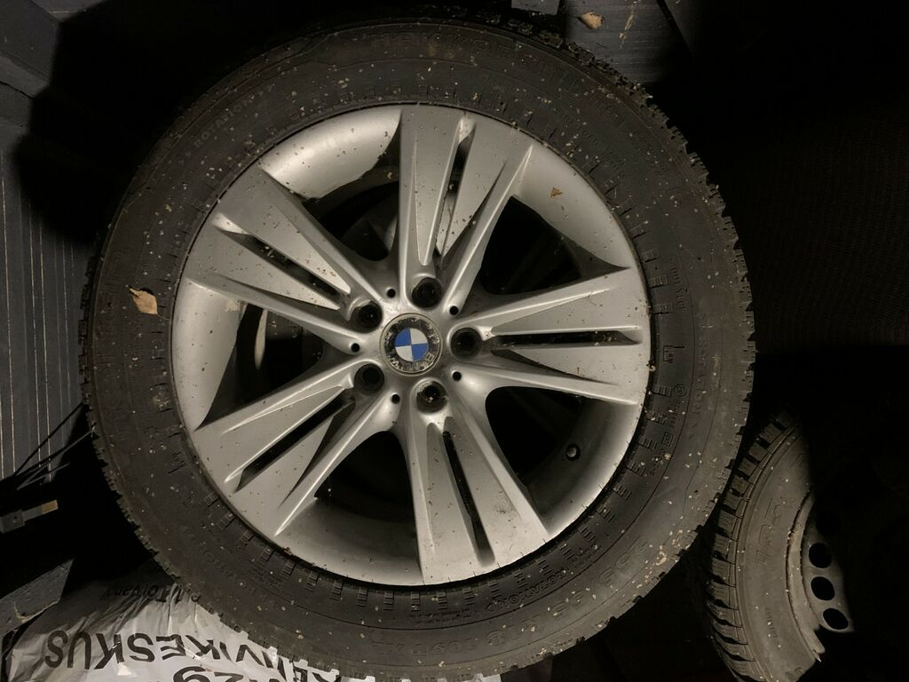 BMW X5 talverattad, velgedel naelkummid (Nokian).