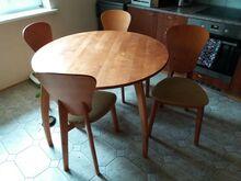 Müüa suur söögilaud nelja tooliga