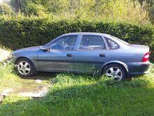 Opel Vectra 1.6 bensiin 1998a manuaal
