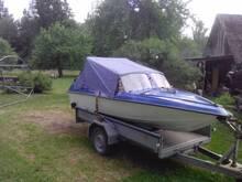Mootorpaat lõbusõiduks või kalastamiseks.
