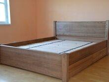 Täispuidust sahtlitega voodi
