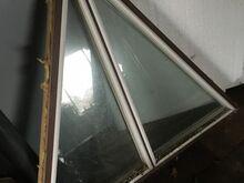 Kolmnurk puidust aknad