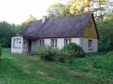 Maja Luguse jõe lähedal