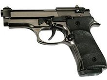 Erinevad stardipüstolid identsed pärisrelvaga