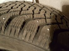 2 naastrehvi 215/65R16 Dunlop Ice Response