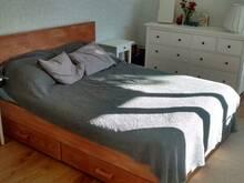 Täispuidust voodi koos 2 pesukastiga