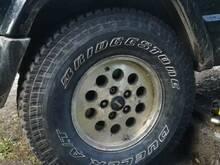 31/10.5 r15 rehvid koos jeep velgedega