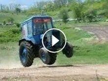 Traktor, põllutööriistad.