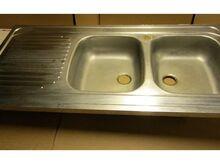 Suur roostevaba töötasapind kahe kraanikausiga (12