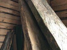 Saare plank käsitsi tahutud