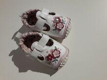 Kleit ja kingad beebile