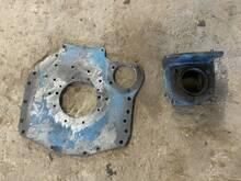 MTZ-tile vaheplaat koos käivitus mootori alusega.