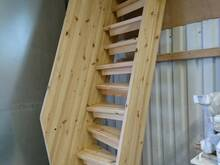 Täispuidust trepp