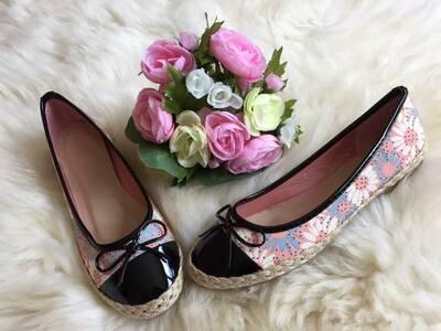 K016 ilusad roosad lillelise mustriga baleriinad