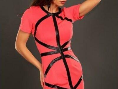 Ilus läikivate triipudega kleit