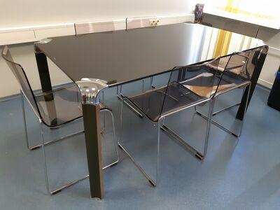 Söögilaud toolidega