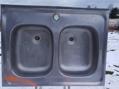 Roostevaba kahe auguga kraanikauss.