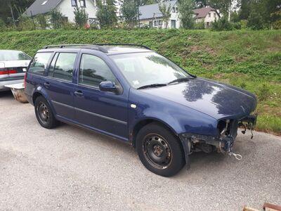 VW Golf esiosa puudu