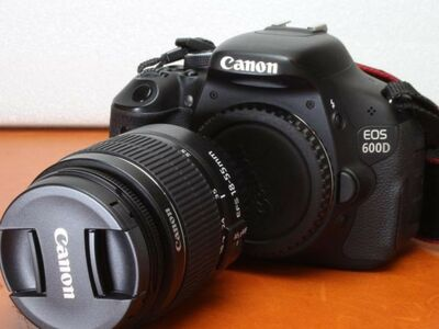 Canon EOS 600D + 18-55mm IS II Kit