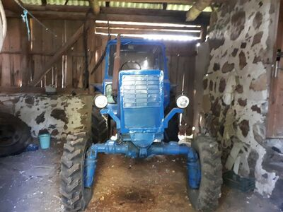Traktor MTZ82
