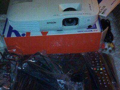"Projektor EPSON EB-X8, 40"" -320""+4K SAT TVRECEIVER"