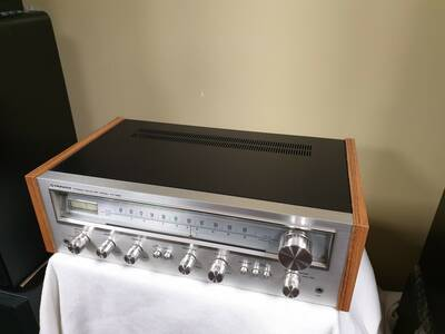 Pioneer SX-550 Stereo AM/FM Receiver.