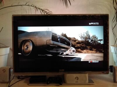 Teler Philips ambilight surround 42""