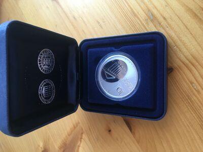 2002 aasta Tartu Ülikool hõbemünt.