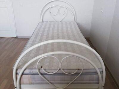 Voodi 200×90, koos madratsite ja voodi kastidega.