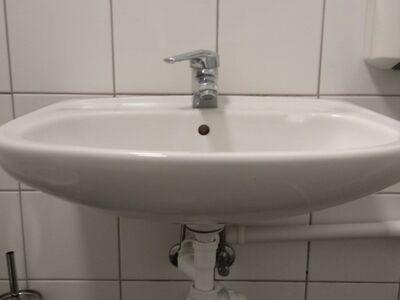 Kraanikauss kas seigistiga või ilma