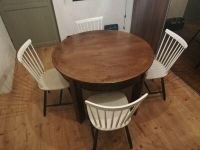 Ümmargune söögilaud ja 4 tooli
