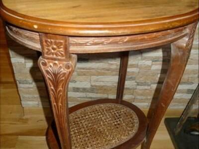 Väike antiikne laud