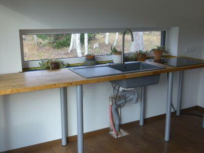 Täispuidust köögi tasapind tehnikaga