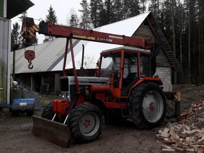 Belarus 825 kraanaga