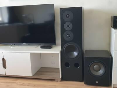Ülivõimas kvaliteetne audiosüsteem.