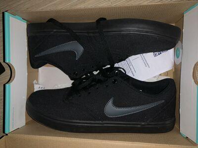 Nike SB solar canvas black