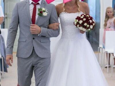 Ilus ja elegantne pulmakleit.