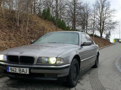 BMW 7-SERIES / 728 (E38)