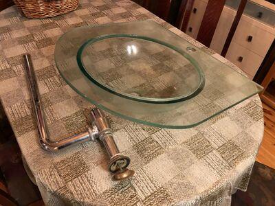 Klaasist kraanikauss